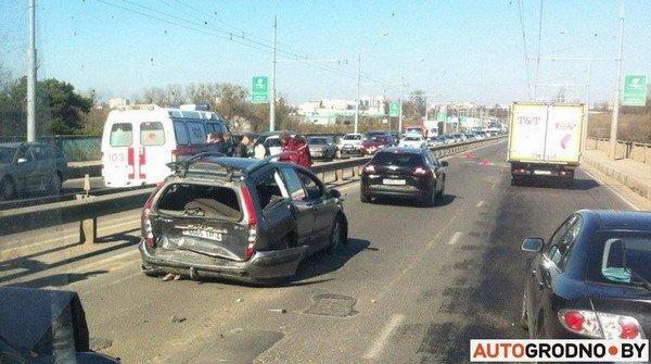 На Румлевском мосту собралось в «паровозик» три автомобиля: водителям вызвали «скорую» (фото) - фото 2