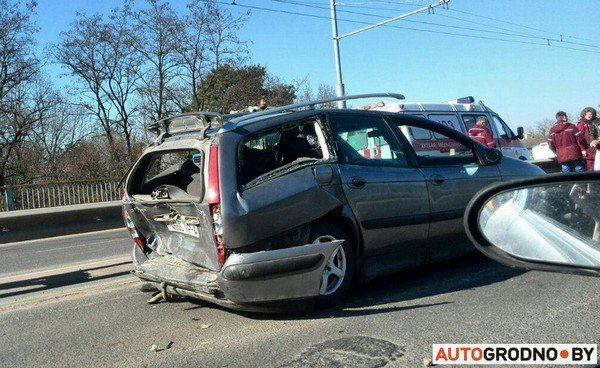 На Румлевском мосту собралось в «паровозик» три автомобиля: водителям вызвали «скорую» (фото) - фото 3