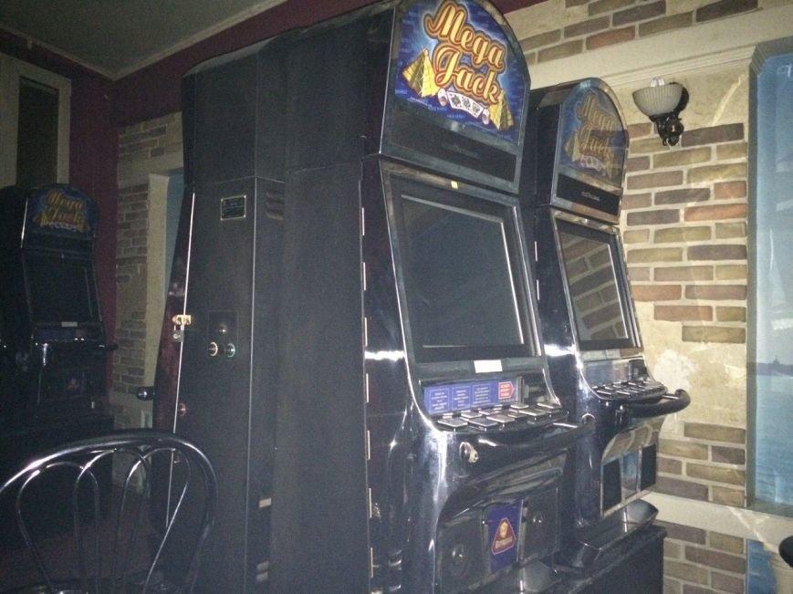 В Запорожье общественники накрыли зал игровых автоматов (ФОТО) (фото) - фото 1