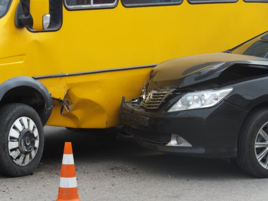 В Кировограде иномарка врезалась в маршрутку. ФОТО (фото) - фото 1