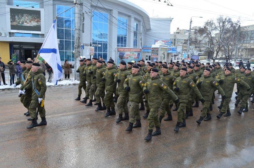 По центру Симферополя под звуки оркестра промаршировали военные (ФОТО, ВИДЕО), фото-8
