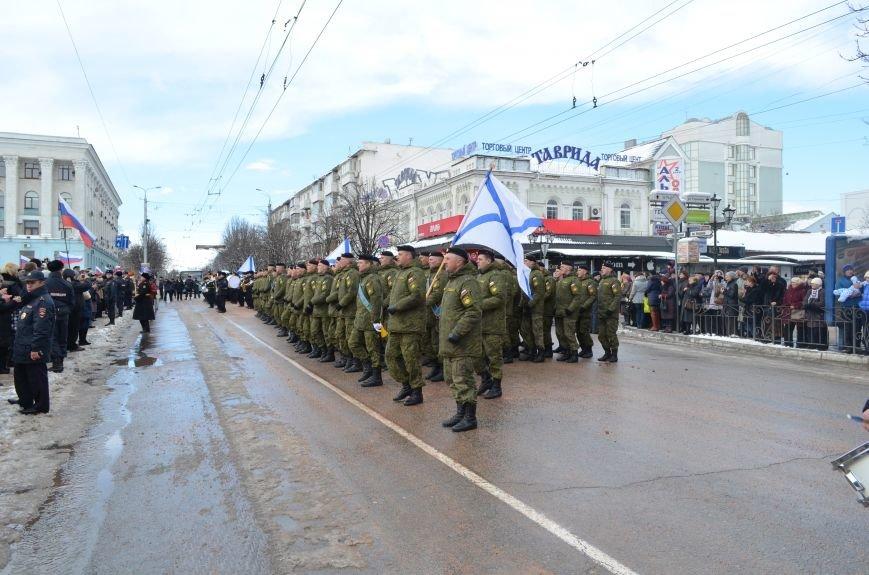 По центру Симферополя под звуки оркестра промаршировали военные (ФОТО, ВИДЕО), фото-4