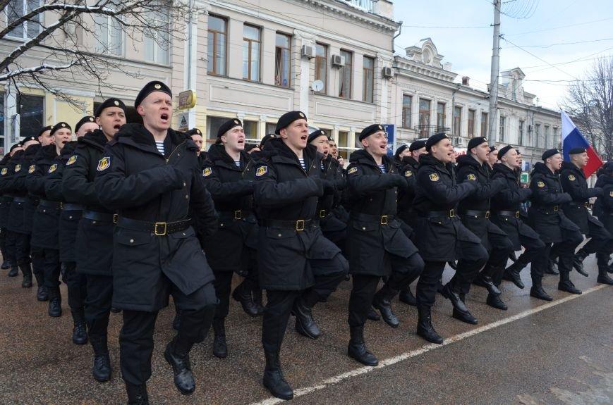 По центру Симферополя под звуки оркестра промаршировали военные (ФОТО, ВИДЕО), фото-3