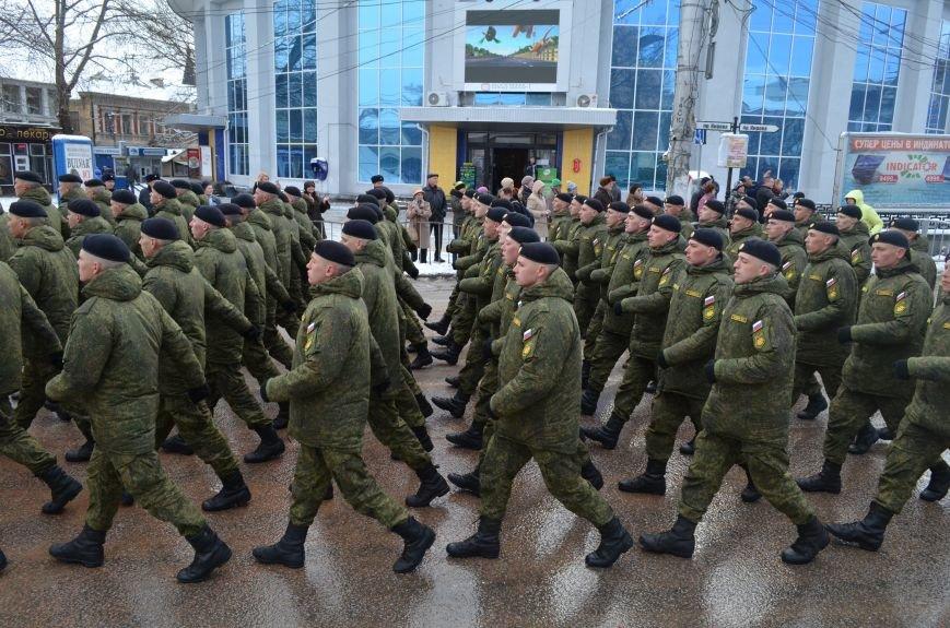 По центру Симферополя под звуки оркестра промаршировали военные (ФОТО, ВИДЕО), фото-9