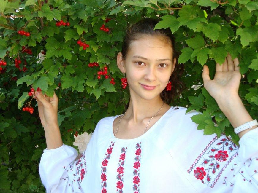 Юная художница из Днепропетровска дала мастер-класс по Петриковской росписи, фото-1
