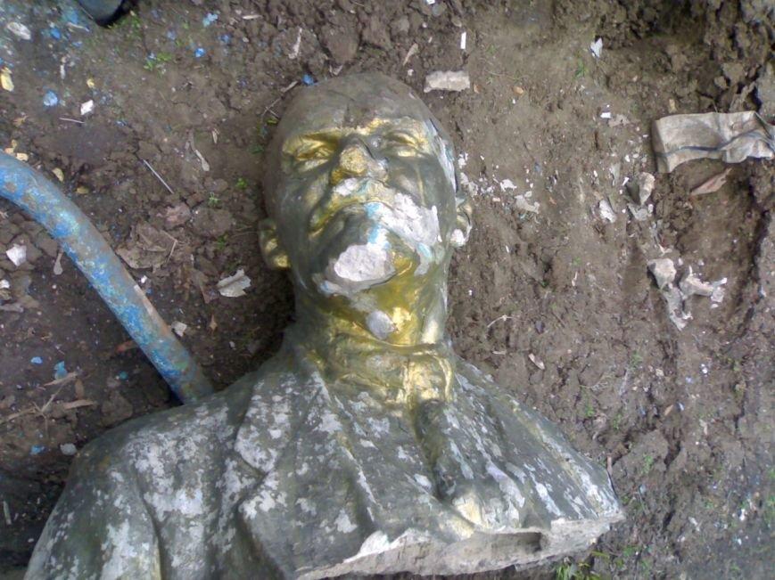 Ленинопад в Запорожской области: разрушен памятник Ильичу в Молочанске, фото-3