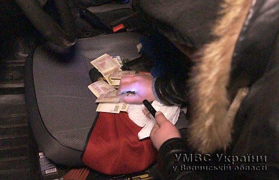Волинські міліціонери затримали звідника (ФОТО, ВІДЕО) (фото) - фото 2