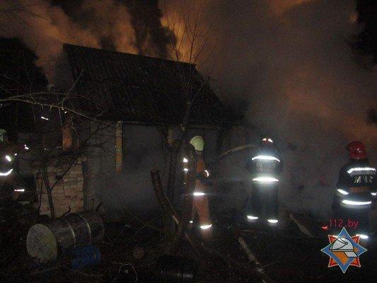 Пожар дачи возле Юбилейного озера: девушка погибла, парень успел выпрыгнуть со второго этажа (фото) - фото 3