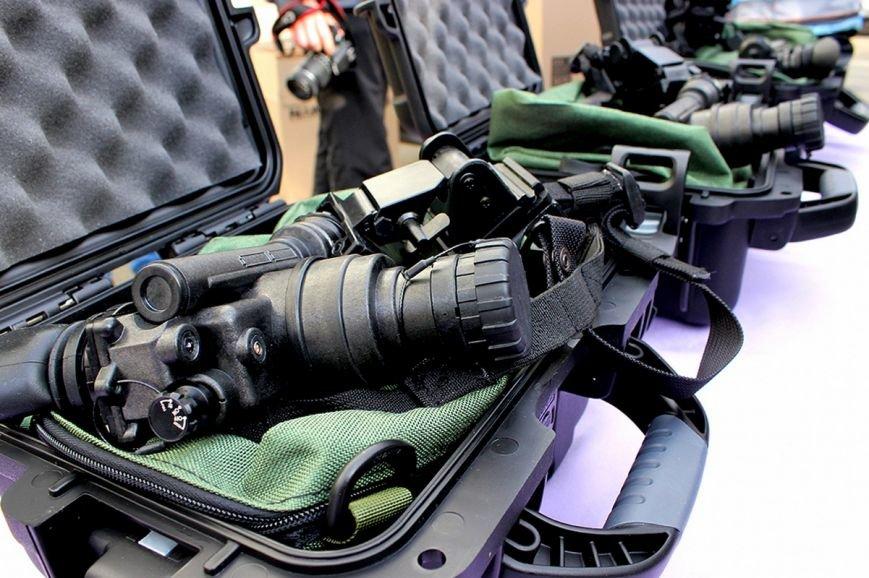 Канада передала для українських бійців 60 приладів нічного бачення (ФОТОРЕПОРТАЖ) (фото) - фото 3