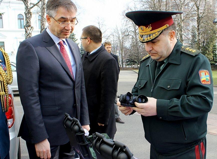 Канада передала для українських бійців 60 приладів нічного бачення (ФОТОРЕПОРТАЖ) (фото) - фото 5