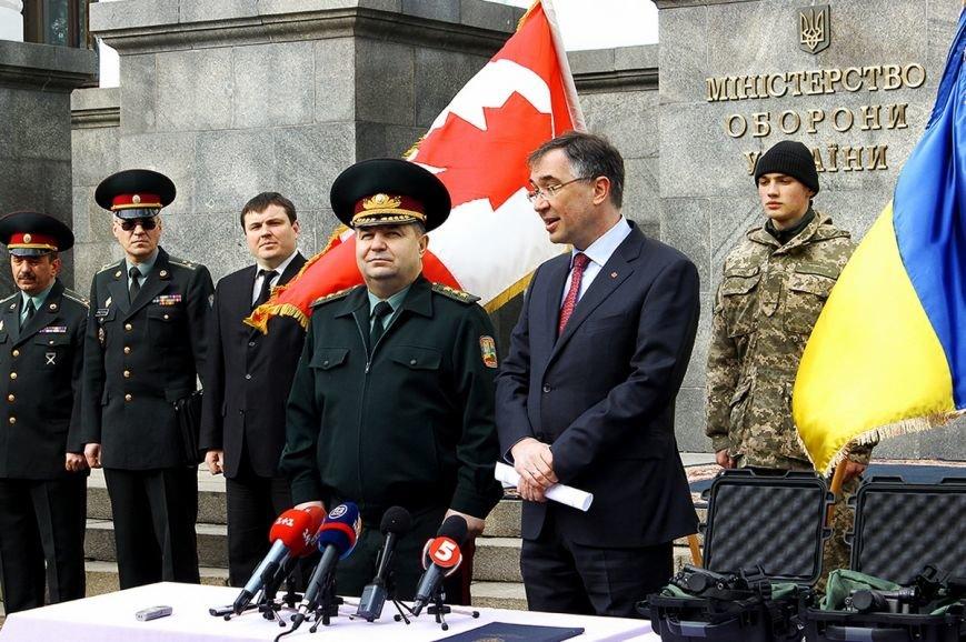 Канада передала для українських бійців 60 приладів нічного бачення (ФОТОРЕПОРТАЖ) (фото) - фото 1