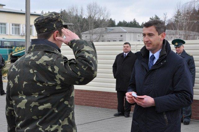 Понад півсотні одинадцятикласників із усієї Черкащини отримали відзнаки «Відмінник Захисту Вітчизни» (фото) - фото 11