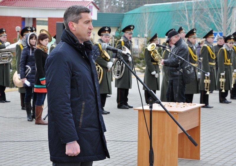 Понад півсотні одинадцятикласників із усієї Черкащини отримали відзнаки «Відмінник Захисту Вітчизни» (фото) - фото 2