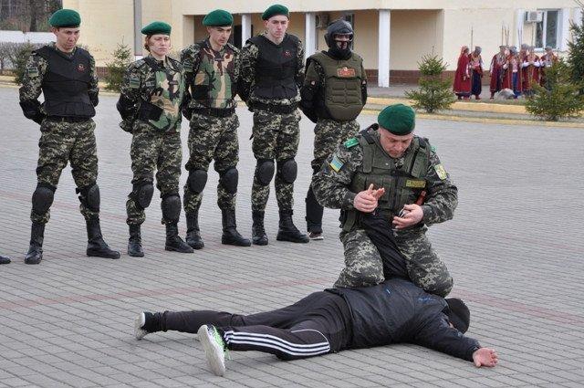 Понад півсотні одинадцятикласників із усієї Черкащини отримали відзнаки «Відмінник Захисту Вітчизни» (фото) - фото 7