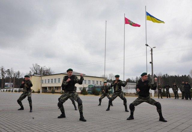 Понад півсотні одинадцятикласників із усієї Черкащини отримали відзнаки «Відмінник Захисту Вітчизни» (фото) - фото 6