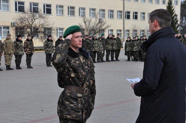 Понад півсотні одинадцятикласників із усієї Черкащини отримали відзнаки «Відмінник Захисту Вітчизни» (фото) - фото 9
