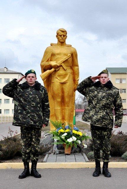 Понад півсотні одинадцятикласників із усієї Черкащини отримали відзнаки «Відмінник Захисту Вітчизни» (фото) - фото 3