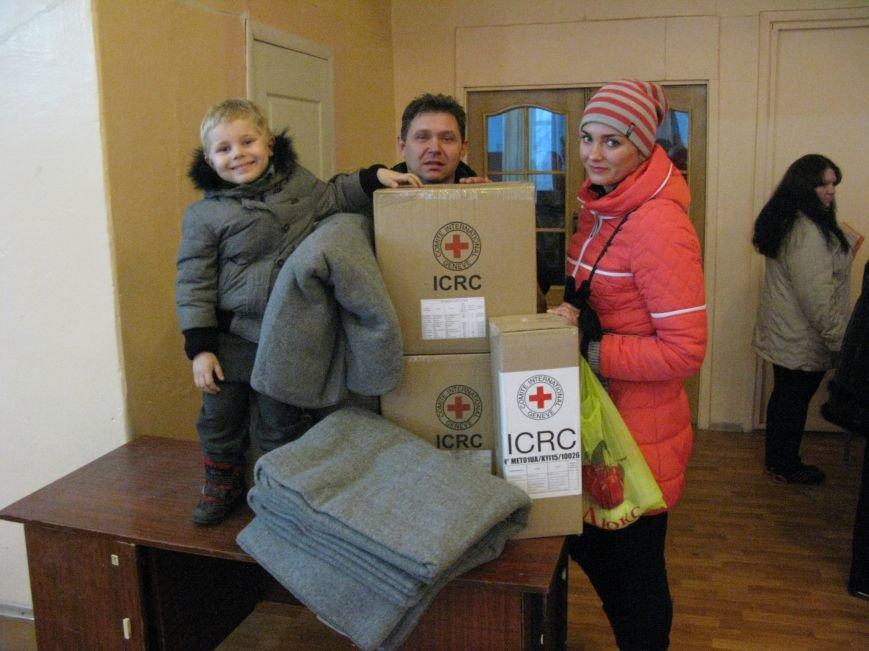 В Димитрове переселенцы получили гуманитарную помощь от МК Красного Креста (ФОТОРЕПОРТАЖ), фото-19