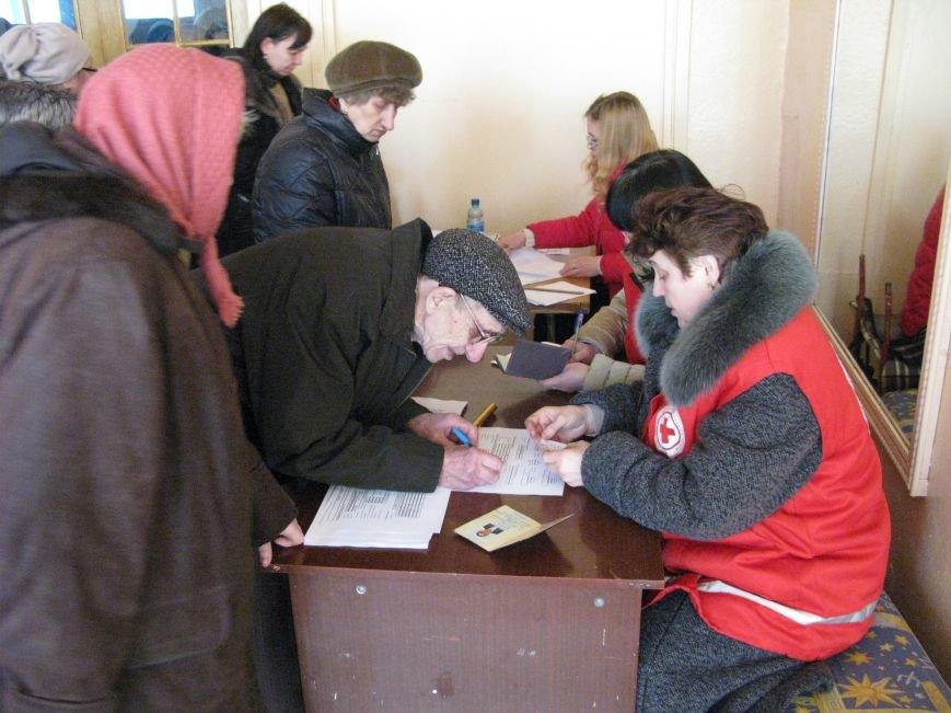 В Димитрове переселенцы получили гуманитарную помощь от МК Красного Креста (ФОТОРЕПОРТАЖ), фото-16