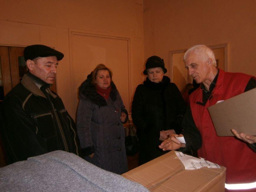 В Димитрове переселенцы получили гуманитарную помощь от МК Красного Креста (ФОТОРЕПОРТАЖ) (фото) - фото 4