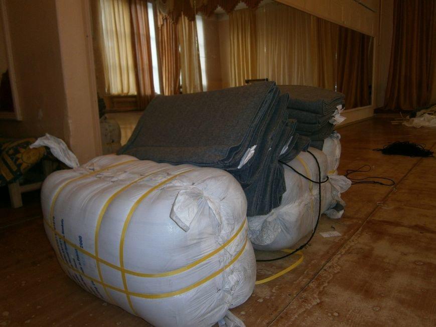 В Димитрове переселенцы получили гуманитарную помощь от МК Красного Креста (ФОТОРЕПОРТАЖ) (фото) - фото 7
