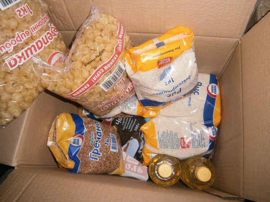 В Димитрове переселенцы получили гуманитарную помощь от МК Красного Креста (ФОТОРЕПОРТАЖ) (фото) - фото 14