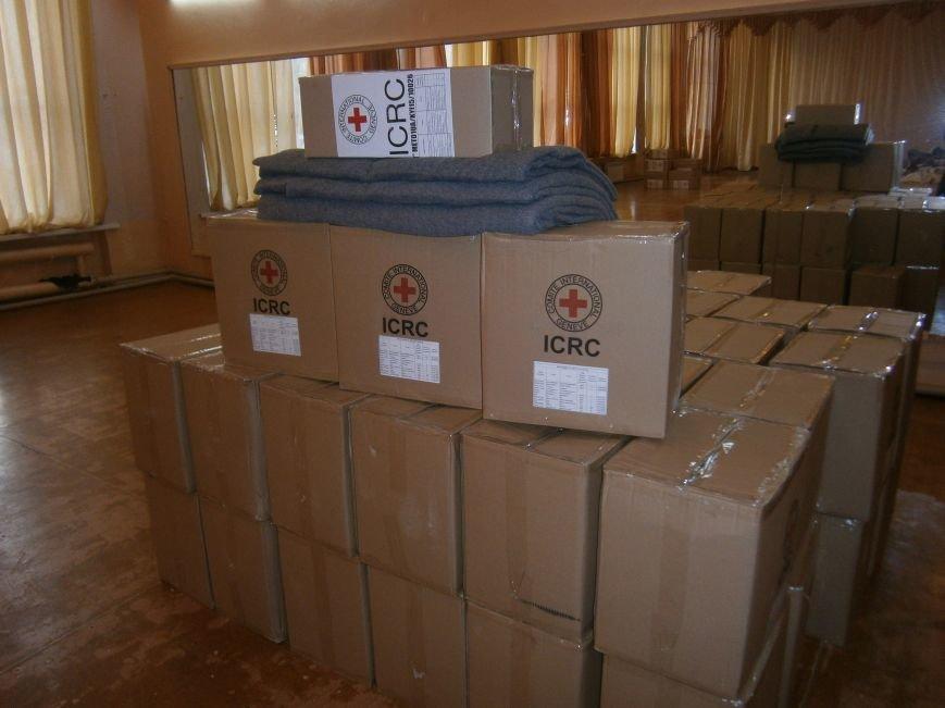 В Димитрове переселенцы получили гуманитарную помощь от МК Красного Креста (ФОТОРЕПОРТАЖ) (фото) - фото 6