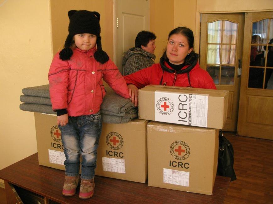 В Димитрове переселенцы получили гуманитарную помощь от МК Красного Креста (ФОТОРЕПОРТАЖ), фото-18