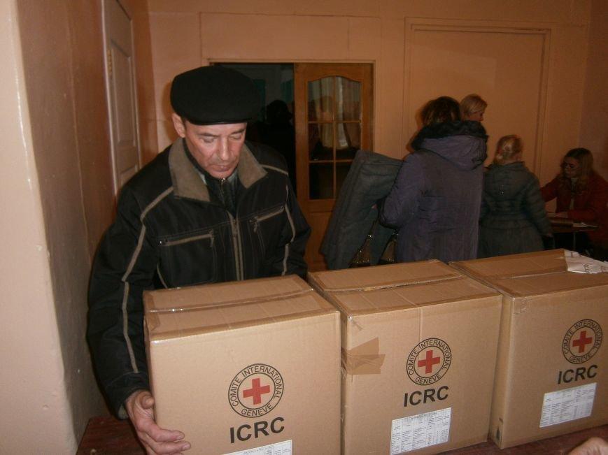 В Димитрове переселенцы получили гуманитарную помощь от МК Красного Креста (ФОТОРЕПОРТАЖ) (фото) - фото 5
