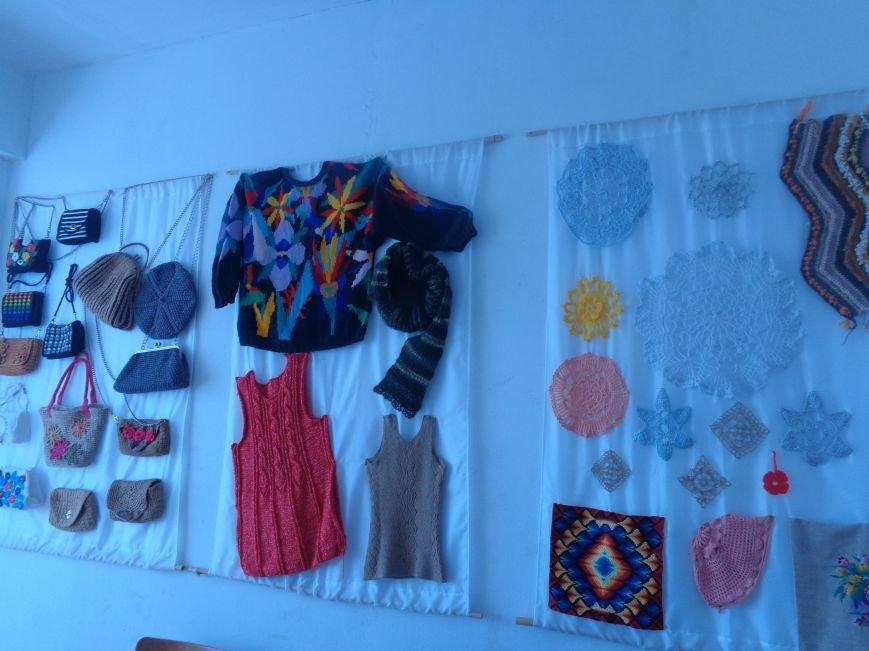 В Алупке презентовали новые творческие выставки – художественную и рукодельную (фото) - фото 1