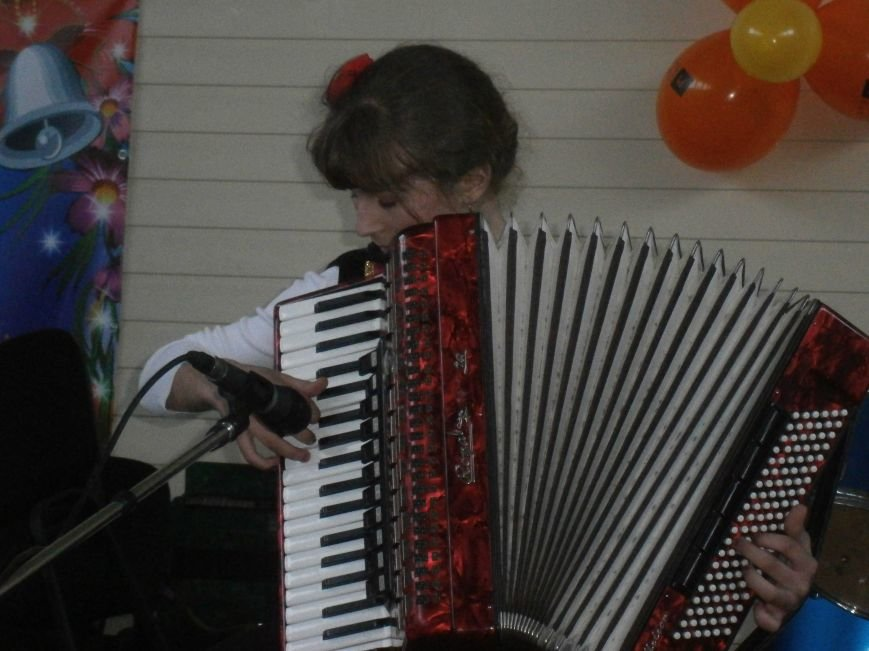 В Димитрове прошел концерт музыкальной школы в рамках благотворительной акции (ФОТО) (фото) - фото 12