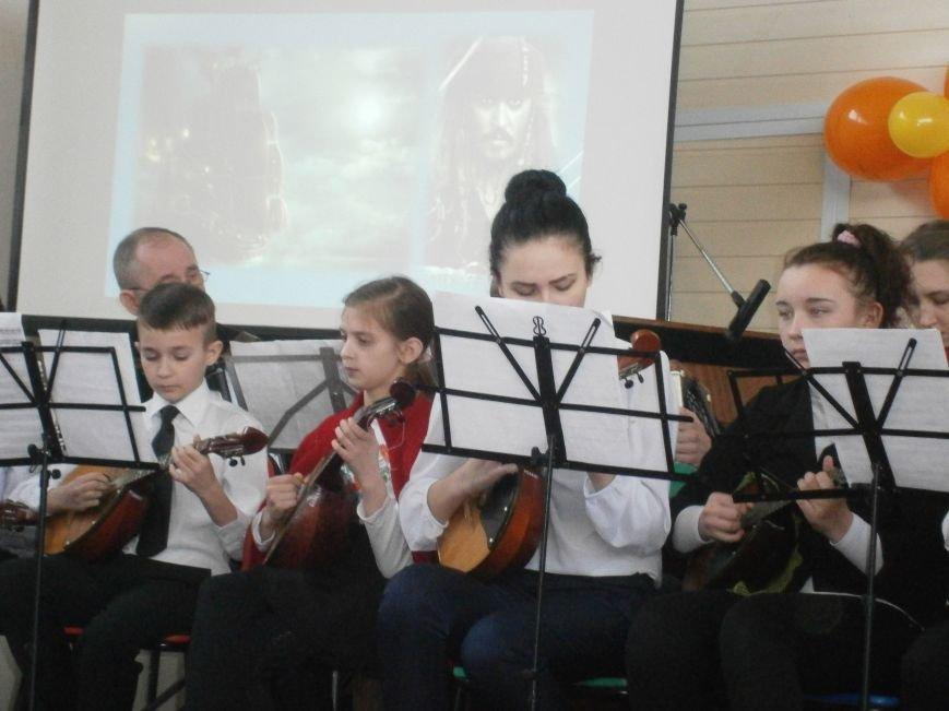 В Димитрове прошел концерт музыкальной школы в рамках благотворительной акции (ФОТО) (фото) - фото 7