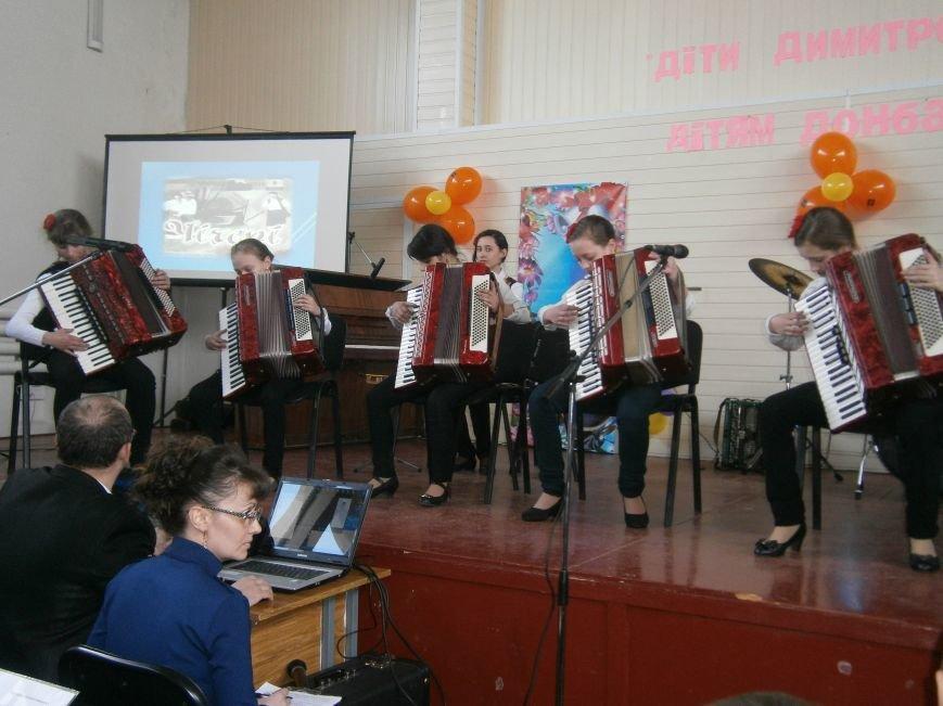 В Димитрове прошел концерт музыкальной школы в рамках благотворительной акции (ФОТО) (фото) - фото 14