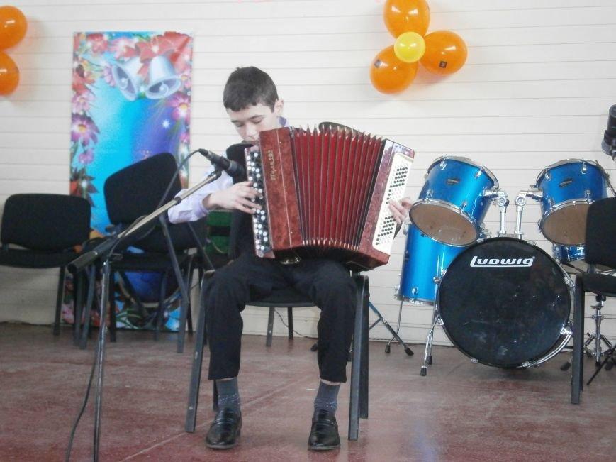 В Димитрове прошел концерт музыкальной школы в рамках благотворительной акции (ФОТО) (фото) - фото 11
