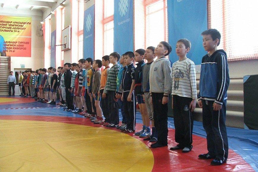 Награждение победителей в соревнованиях по вольной борьбе