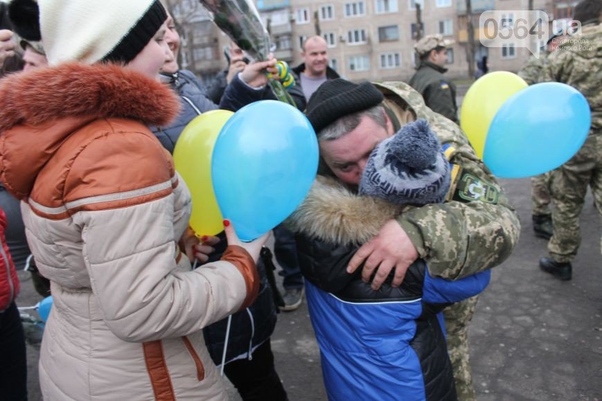 В Кривом Роге: встретили бойцов 25 бригады, разыскивают свидетелей работы снегоуборочной техники, а россиянин «заминировал» КЖРК (фото) - фото 1
