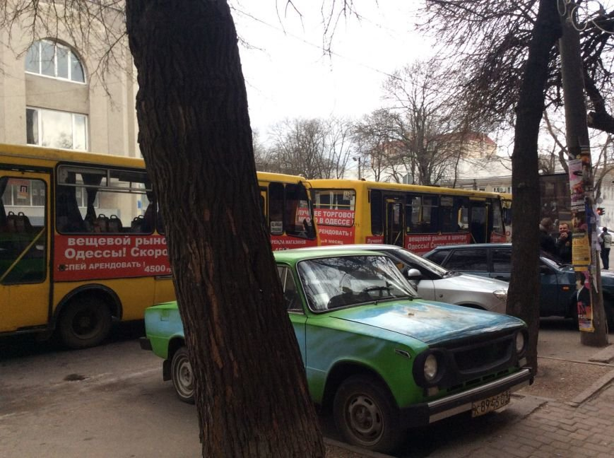 Хитрые одесские маршрутчики перекочевали на Жуковского: стало еще хуже (ФОТО) (фото) - фото 1