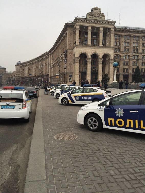 В центре Киева устроили выставку патрульных авто с новым дизайном (ФОТО) (фото) - фото 1
