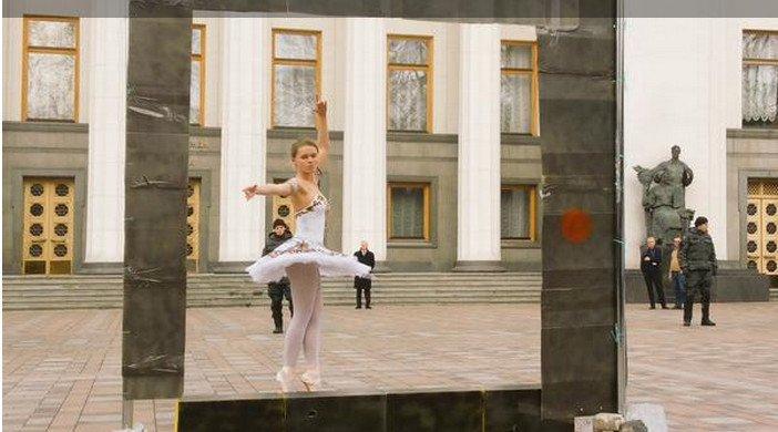 Под Радой - балет: активисты требуют принятия закона об общественном вещании (ФОТО) (фото) - фото 1