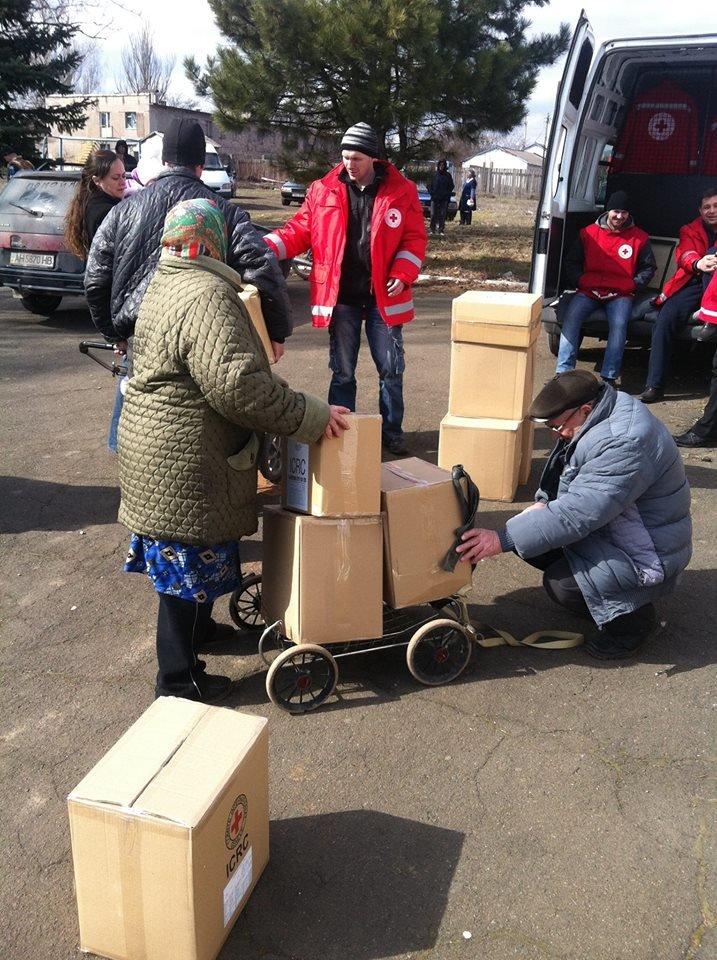 Сартанцы, пострадавшие при обстрелах, получили продукты от  Международного Красного Креста, фото-2