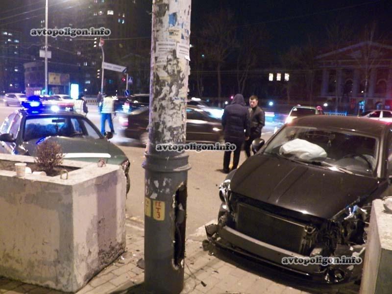 В Киеве в ДТП угодил патрульный автомобиль ГАИ (ФОТО) (фото) - фото 1