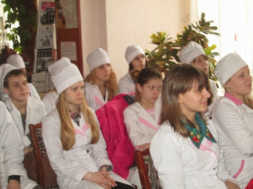 В Днепродзержинской библиотеке презентовали «Шевченко в англоязычном мире», фото-1