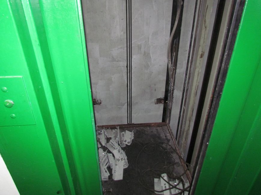 В Мариуполе год возвращают к жизни уничтоженный поджигателями лифт (ФОТОРЕПОРТАЖ), фото-1