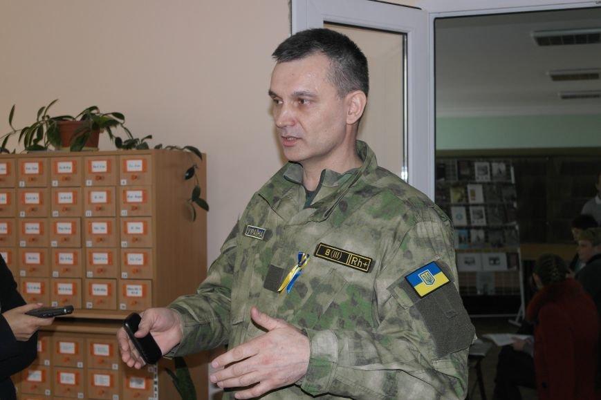 Сотрудники СБУ передали более 30 книг в Красноармейский ДонНТУ, фото-1