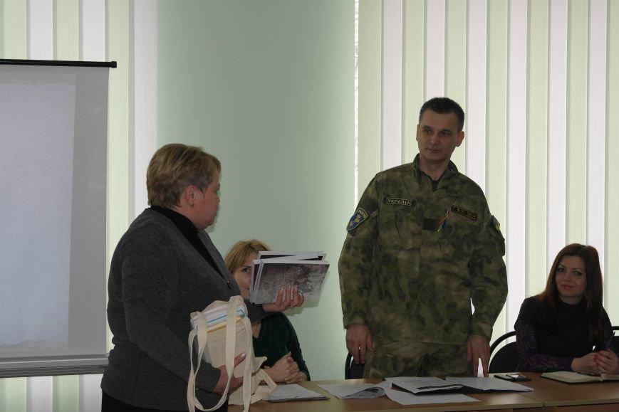 Сотрудники СБУ передали более 30 книг в Красноармейский ДонНТУ, фото-9