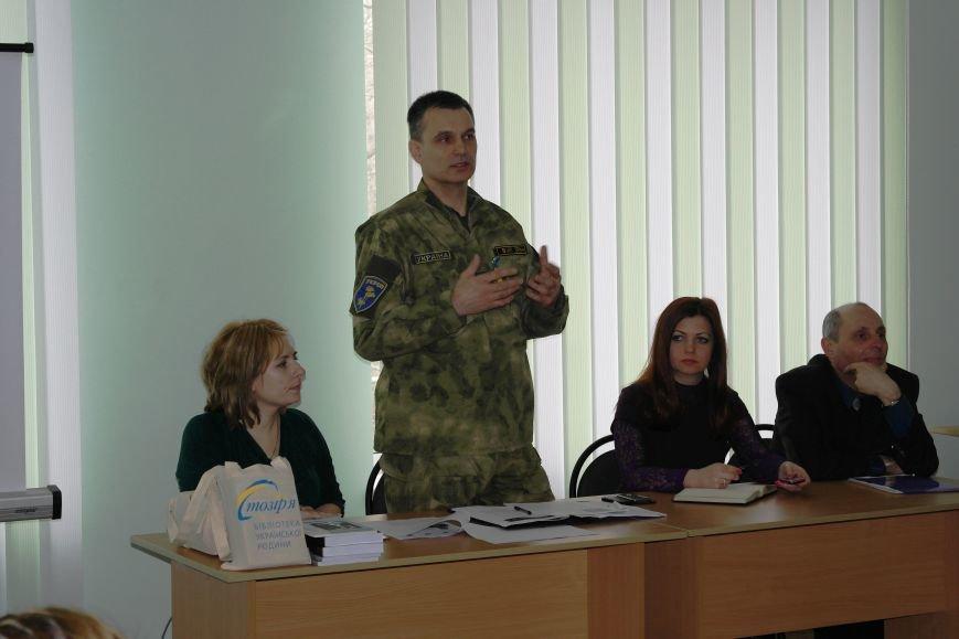 Сотрудники СБУ передали более 30 книг в Красноармейский ДонНТУ, фото-2