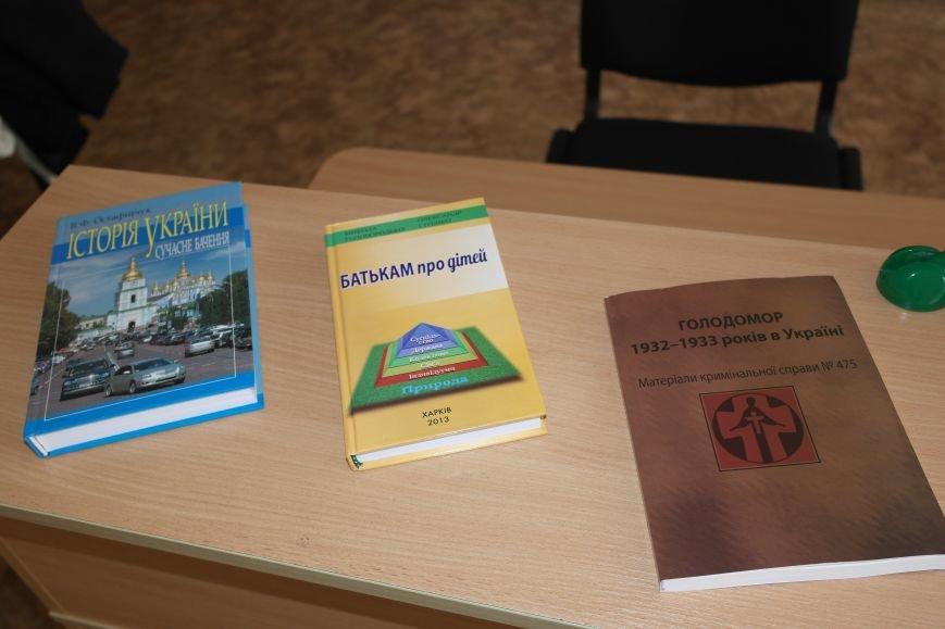 Сотрудники СБУ передали более 30 книг в Красноармейский ДонНТУ, фото-4