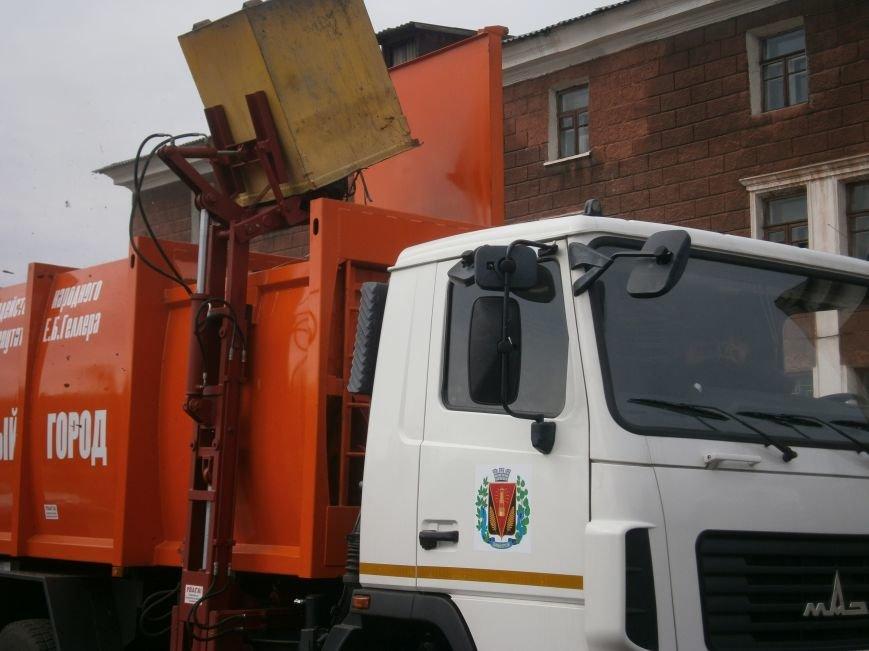 В Димитрове презентовали современный мусоровоз (фото) - фото 2