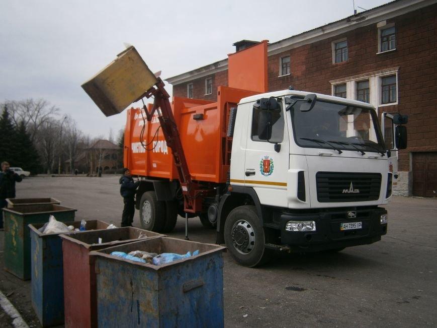 В Димитрове презентовали современный мусоровоз (фото) - фото 1