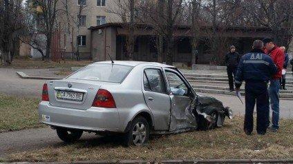 У Черкасах на перехресті інкасаторське авто та Geely не розминулися один з одним, фото-4